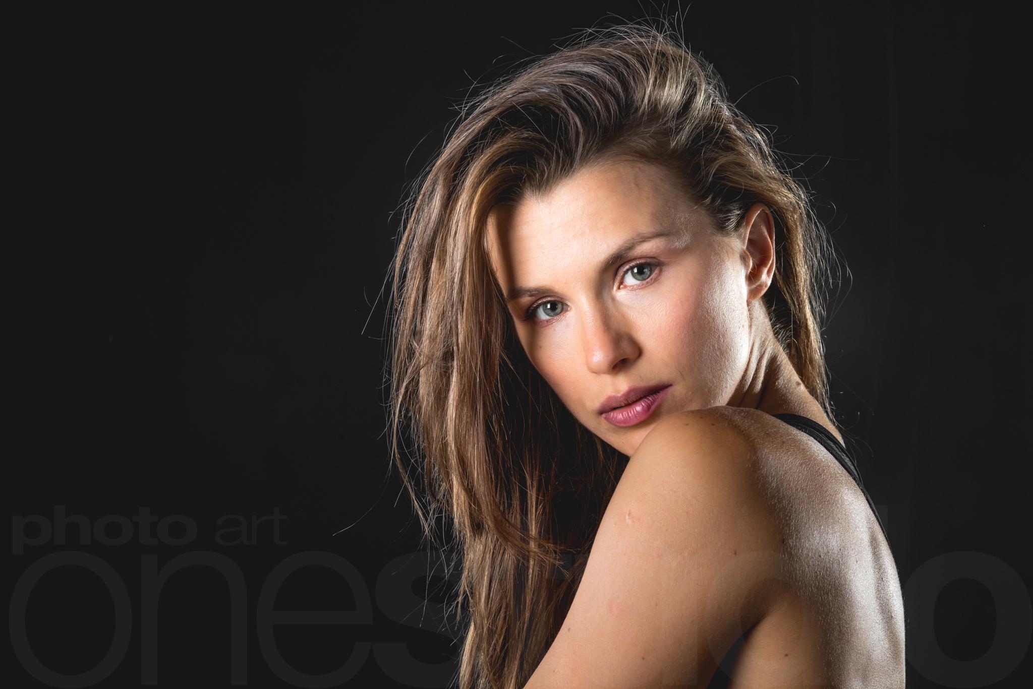 http://lnx.mirkone.it/wp-content/uploads/2015/01/mirk_ONE-portrait00021.jpg