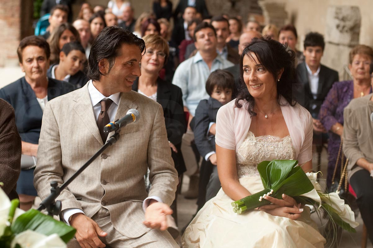 http://lnx.mirkone.it/wp-content/uploads/2015/07/foto-matrimonio-chiesa-comune-mirk_one-33.jpg