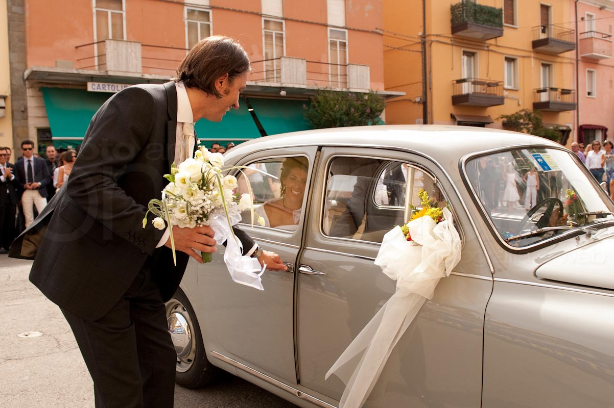 http://lnx.mirkone.it/wp-content/uploads/2015/07/foto-matrimonio-chiesa-comune-mirk_one-49.jpg