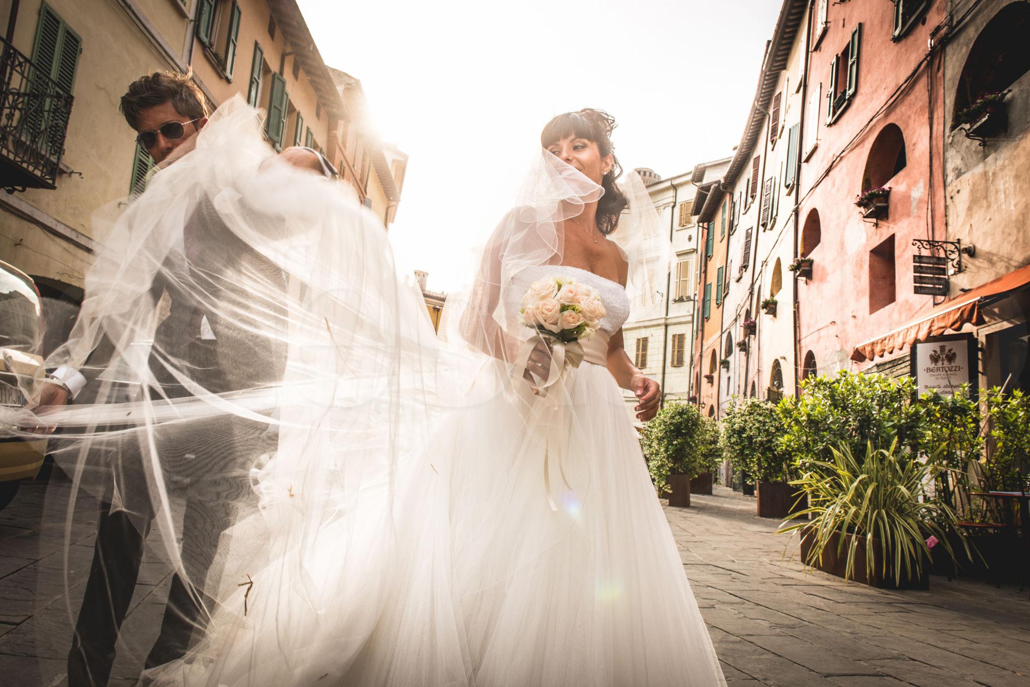 http://lnx.mirkone.it/wp-content/uploads/2015/07/fotografo-matrimoni-faenza-0021.jpg