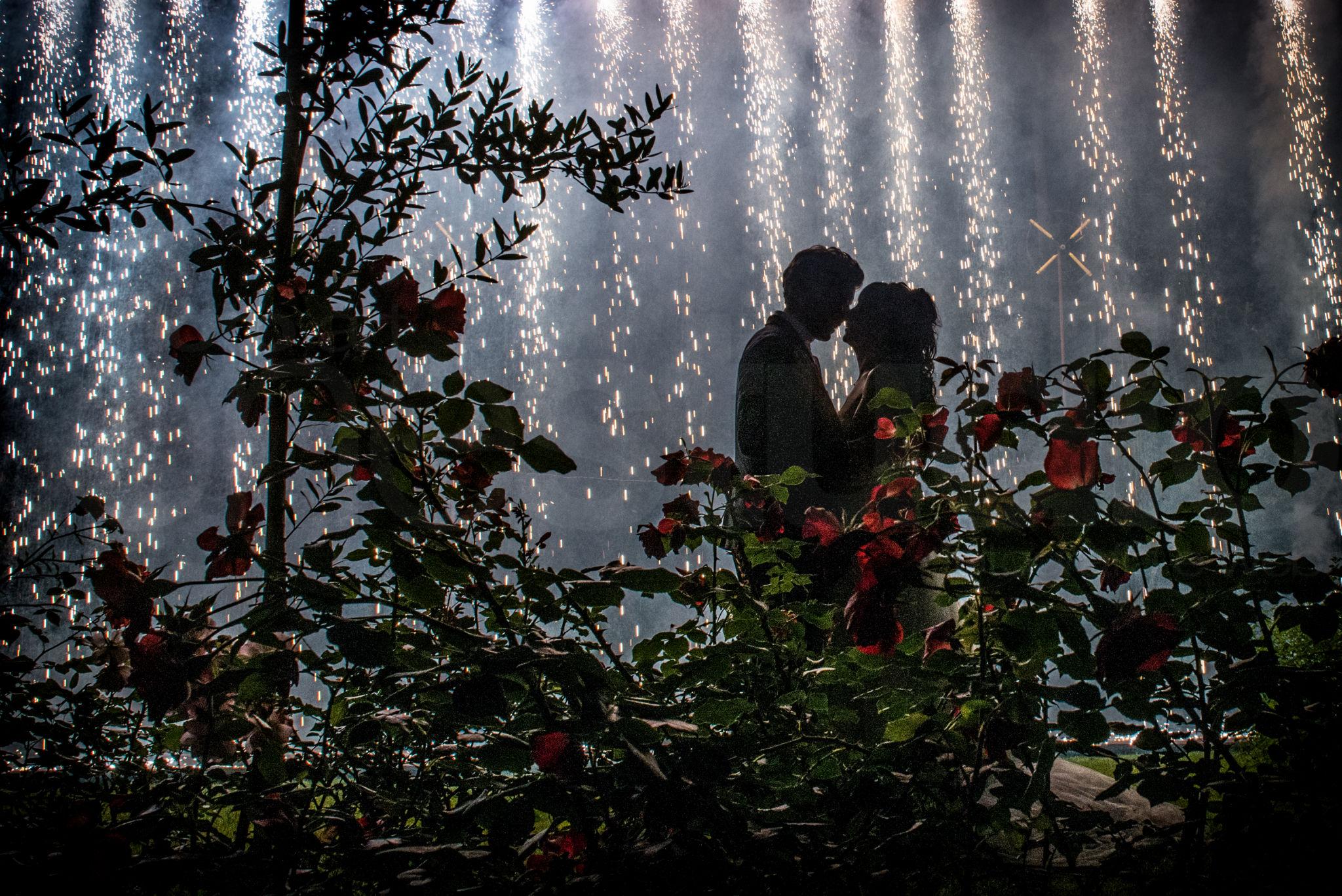 http://lnx.mirkone.it/wp-content/uploads/2015/07/fotografo-matrimoni-faenza-0025.jpg