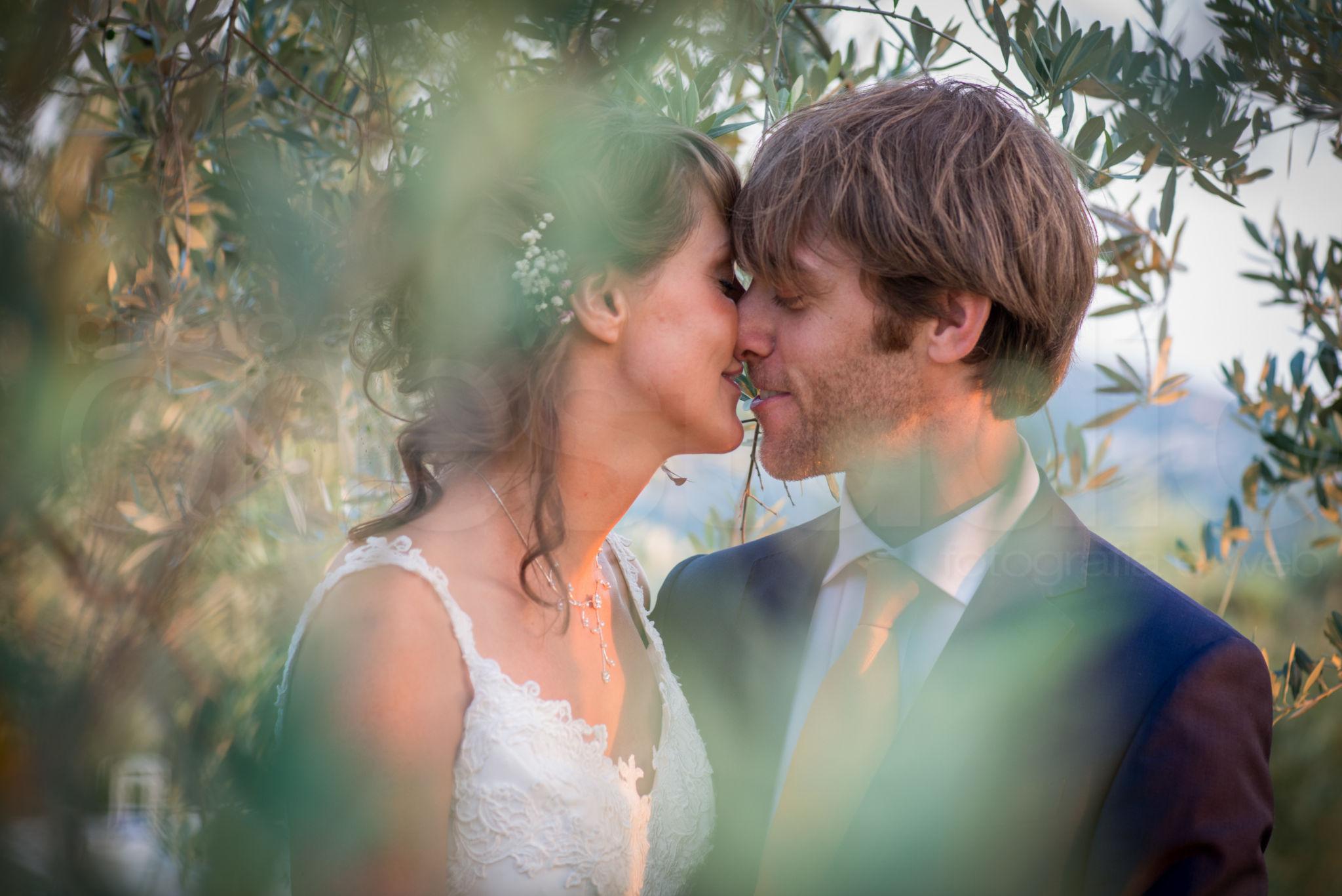 http://lnx.mirkone.it/wp-content/uploads/2015/07/fotografo-matrimoni-faenza-0026.jpg