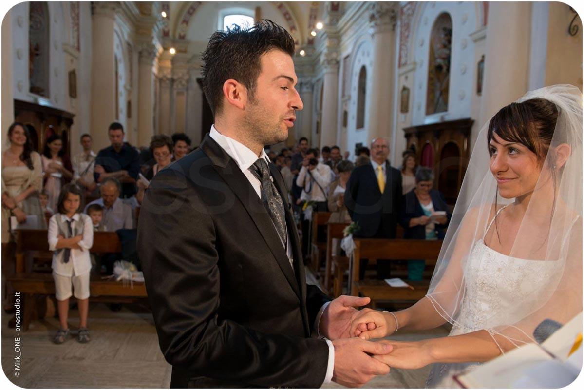 http://lnx.mirkone.it/wp-content/uploads/2015/07/fotografo-matrimonio-cerimonia-02.jpg