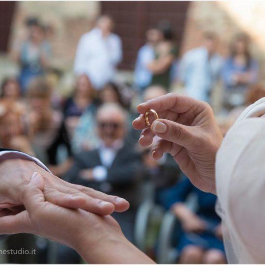 http://lnx.mirkone.it/wp-content/uploads/2015/07/fotografo-matrimonio-cerimonia-23-540x540.jpg