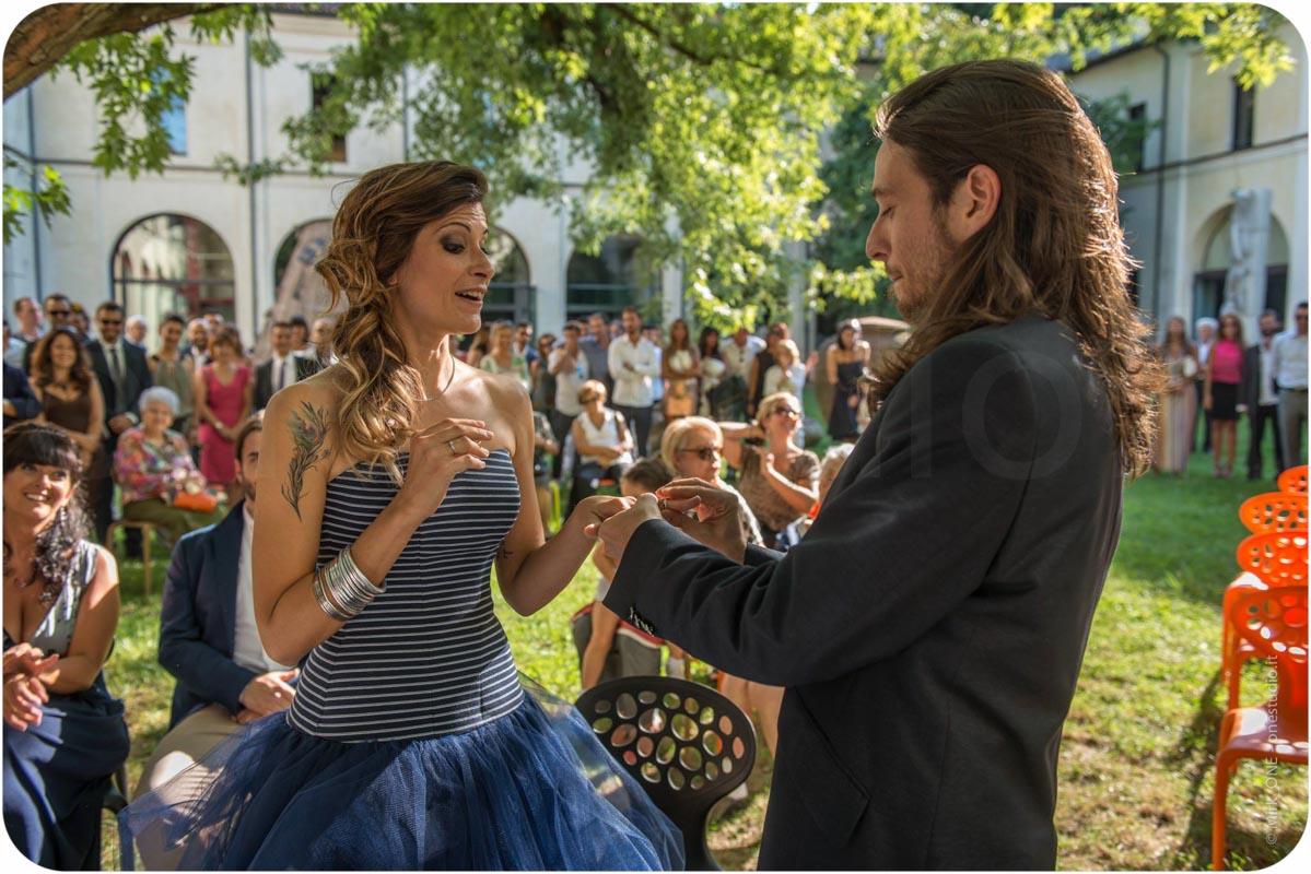 http://lnx.mirkone.it/wp-content/uploads/2015/07/fotografo-matrimonio-cerimonia-29.jpg