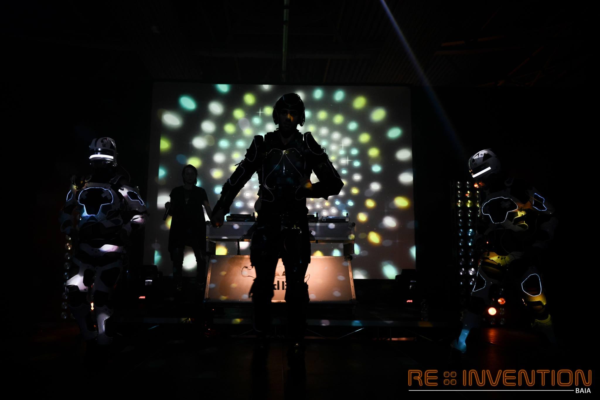http://lnx.mirkone.it/wp-content/uploads/2015/12/mirk_one_re-invention-6.jpg