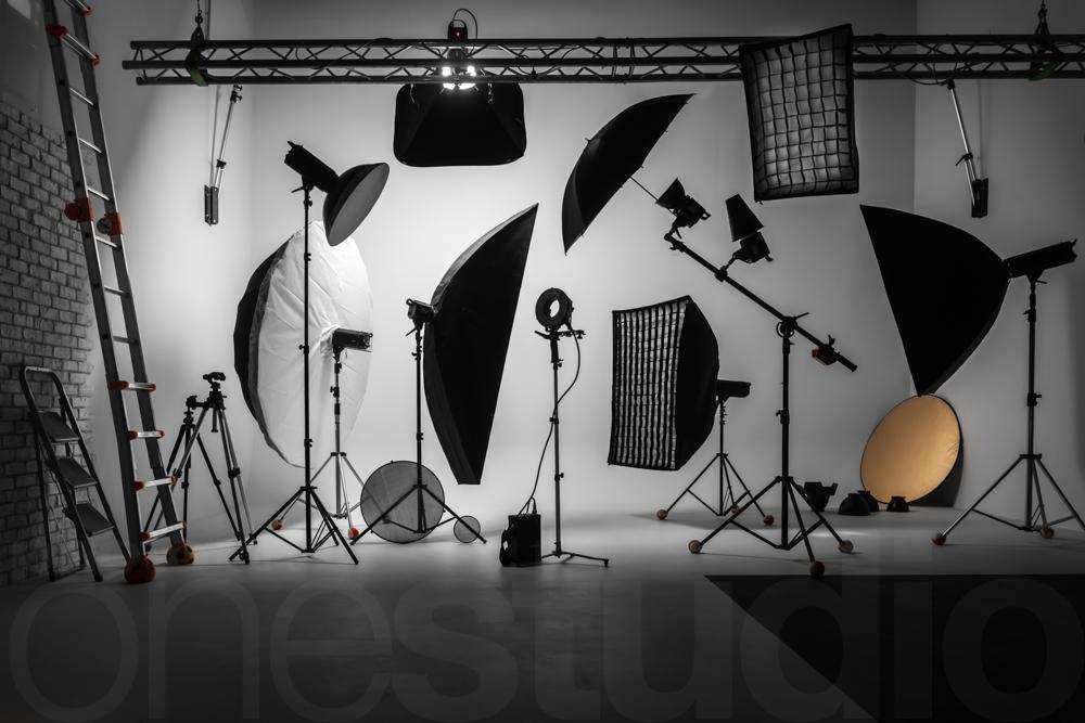 http://lnx.mirkone.it/wp-content/uploads/2018/03/Mirk_ONE-set-studio-fotografico-sala-posa-faenza-2.jpg