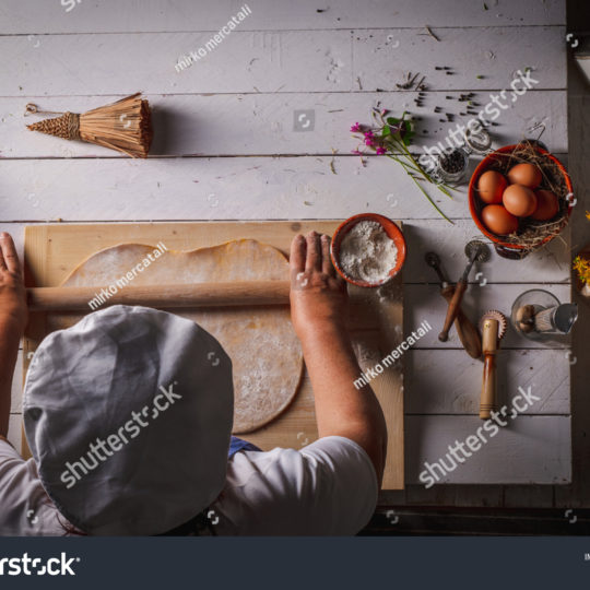 https://lnx.mirkone.it/wp-content/uploads/2016/01/stock-photo-seen-from-the-top-of-the-homemade-pasta-making-process-the-chef-makes-traditional-italian-fresh-1767484238-540x540.jpg