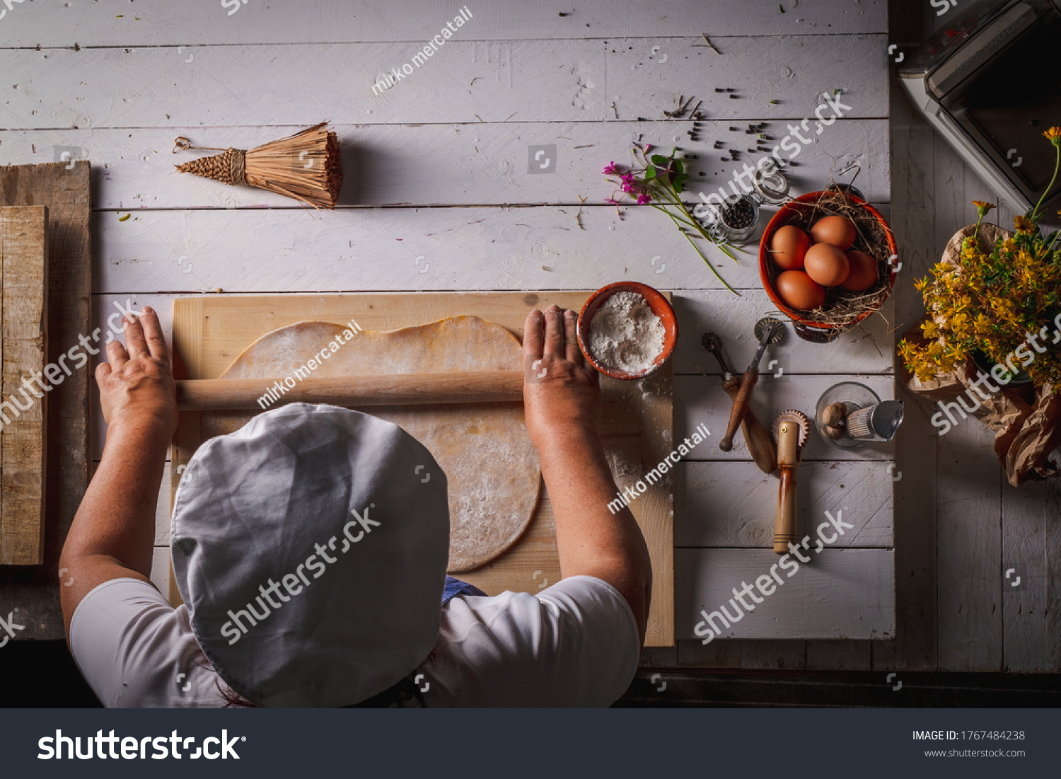 https://lnx.mirkone.it/wp-content/uploads/2016/01/stock-photo-seen-from-the-top-of-the-homemade-pasta-making-process-the-chef-makes-traditional-italian-fresh-1767484238.jpg