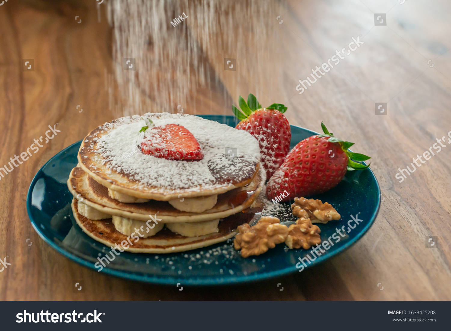 https://lnx.mirkone.it/wp-content/uploads/2016/01/stock-photo-sunday-breakfast-excellent-pancakes-with-bananas-strawberries-walnuts-powdered-sugar-and-maple-1633425208.jpg