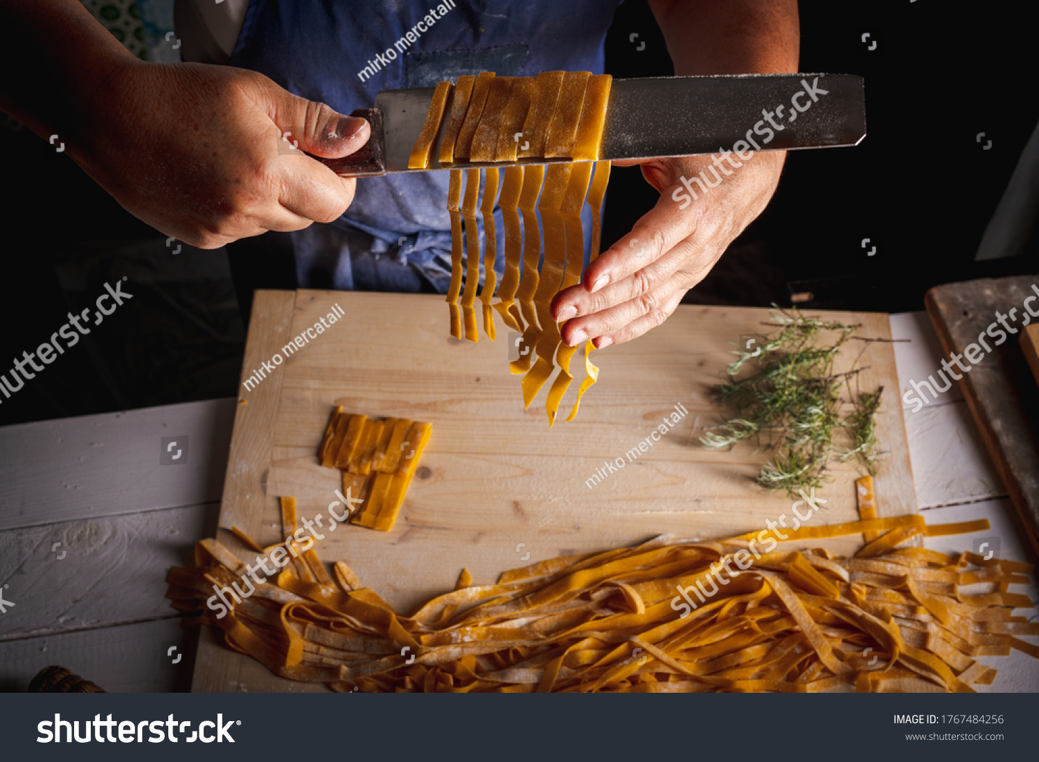 https://lnx.mirkone.it/wp-content/uploads/2016/01/stock-photo-the-homemade-pasta-making-process-the-chef-makes-traditional-italian-fresh-pasta-by-hand-1767484256.jpg