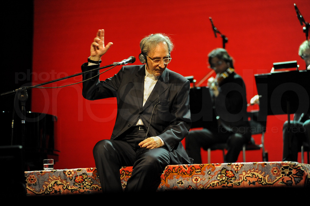 https://lnx.mirkone.it/wp-content/uploads/2017/12/mirk_ONE-battiato-1115_LOW.jpg