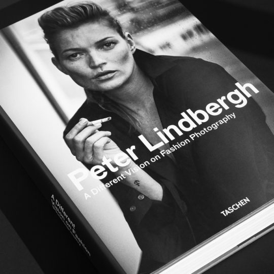 https://lnx.mirkone.it/wp-content/uploads/2020/03/Peter-Lindbergh-7-540x540.jpg